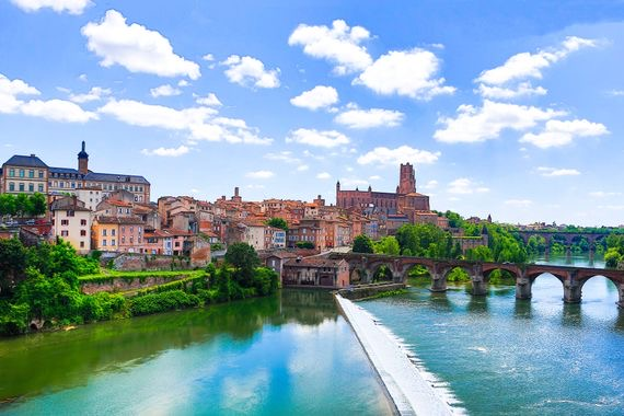 https://educfrance.org/wp-content/uploads/2020/02/00-holding-toulouse-france-travel-guide.jpg