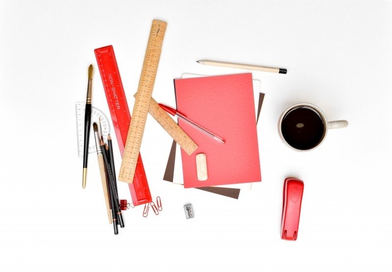 https://educfrance.org/wp-content/uploads/2020/02/aerial-view-of-coffee-cup-rulers-notebook-and-stapler-on-white-background.jpg