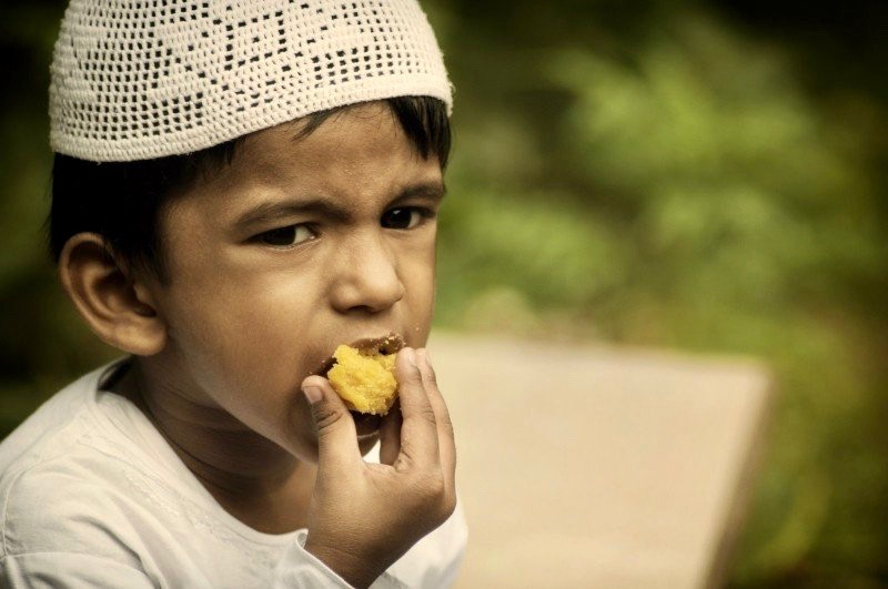 https://educfrance.org/wp-content/uploads/2020/02/kid-boy-muslim-eat-eating-ramadan-islamic-islam.jpg