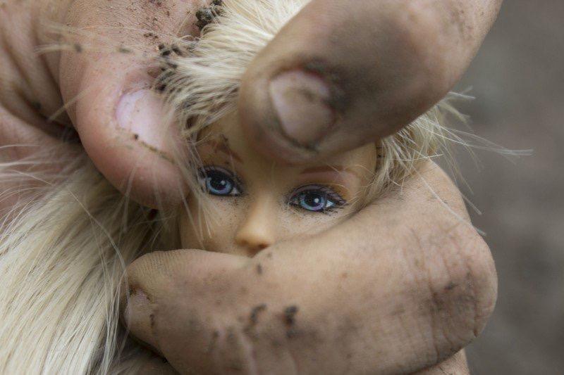 https://educfrance.org/wp-content/uploads/2020/02/oppression-women-violence-barbie-wrist-feminism.jpg