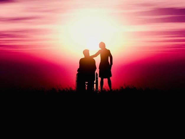https://educfrance.org/wp-content/uploads/2020/02/silhouette-3d-homme-fauteuil-roulant-femme-contre-paysage-coucher-soleil_1048-9815.jpg