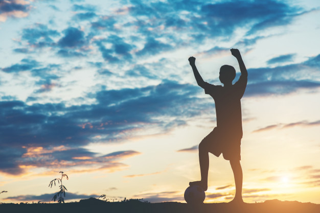 https://educfrance.org/wp-content/uploads/2020/02/silhouette-enfants-jouant-au-football_1150-5357.jpg