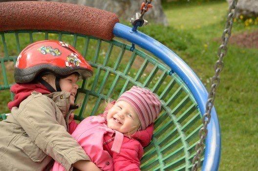https://educfrance.org/wp-content/uploads/2020/03/children-swing-play-rock-playground-boy-girl.jpg