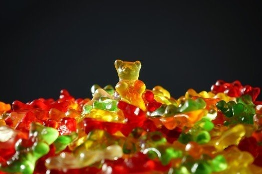 https://educfrance.org/wp-content/uploads/2020/03/gold-bear-gummi-bears-bear-yellow-fruit-gums.jpg