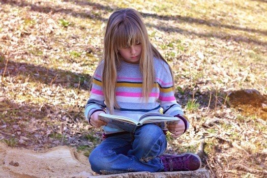 https://educfrance.org/wp-content/uploads/2020/03/human-child-girl-book-read-nature-out-interest.jpg