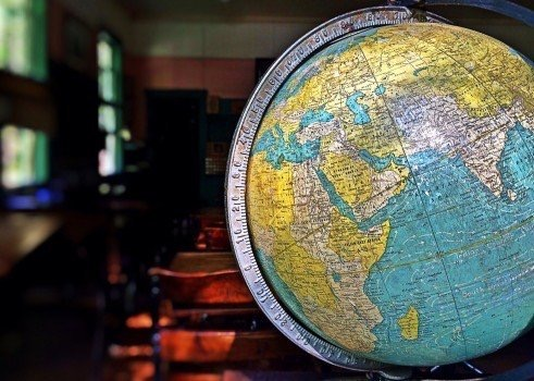 https://educfrance.org/wp-content/uploads/2020/03/model-of-globe-in-ancient-classroom-1.jpg