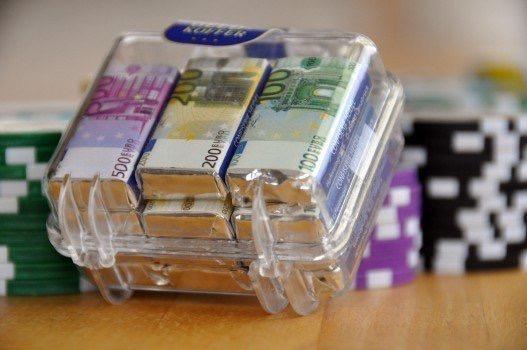 https://educfrance.org/wp-content/uploads/2020/03/money-suitcase-money-profit-euros-empire-wealth.jpg