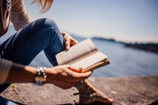 https://educfrance.org/wp-content/uploads/2020/03/reading-book-girl-woman-people-sunshine-summer.jpg