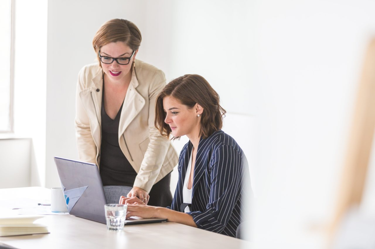 https://educfrance.org/wp-content/uploads/2020/04/business-women-working-1280x853.jpg