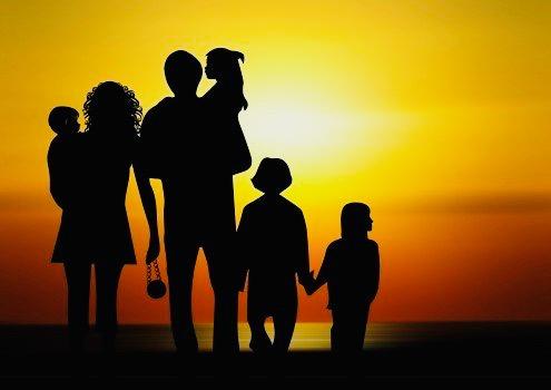 https://educfrance.org/wp-content/uploads/2020/04/family-children-sunset-silhouette.jpg