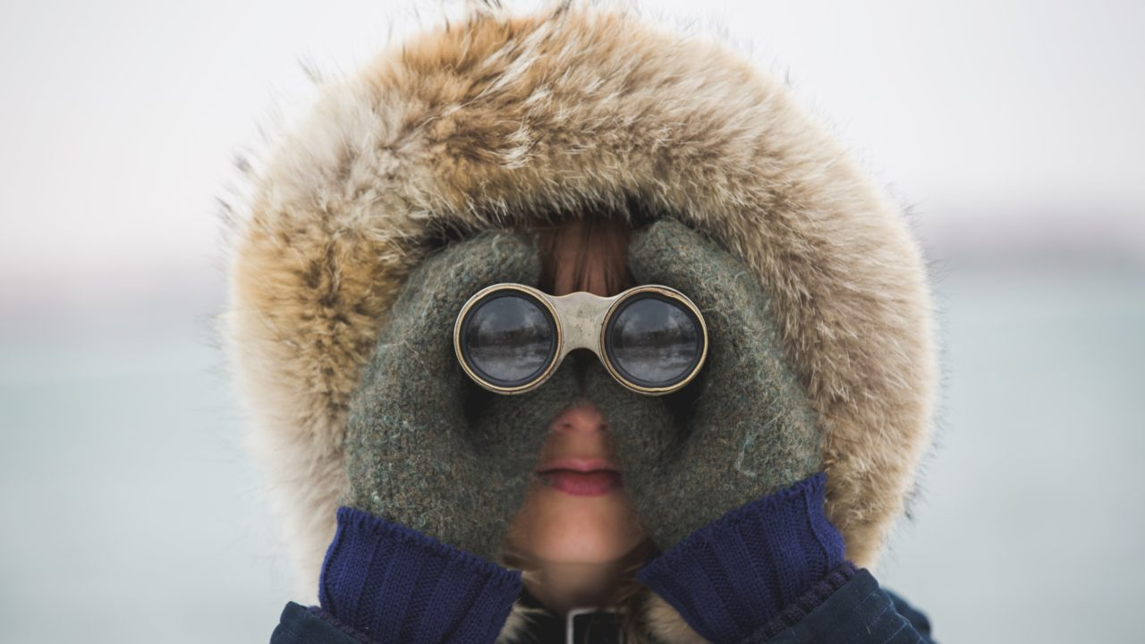 https://educfrance.org/wp-content/uploads/2020/04/woman-with-binoculars-1280x720.jpg