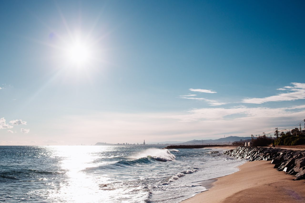 https://educfrance.org/wp-content/uploads/2020/05/beautiful-day-at-the-beach-1280x854.jpg