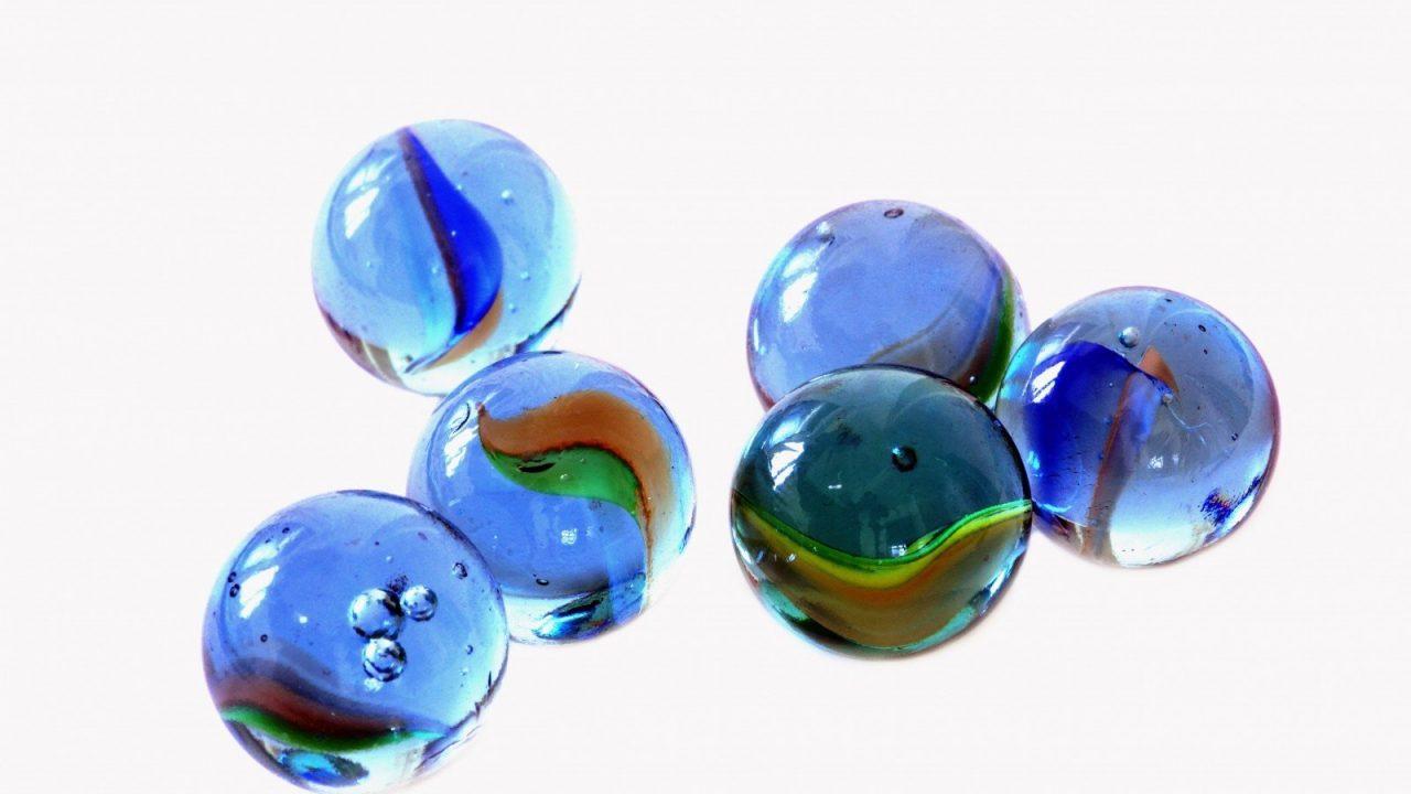 https://educfrance.org/wp-content/uploads/2020/05/glass-balls-on-white-background-1280x720.jpg