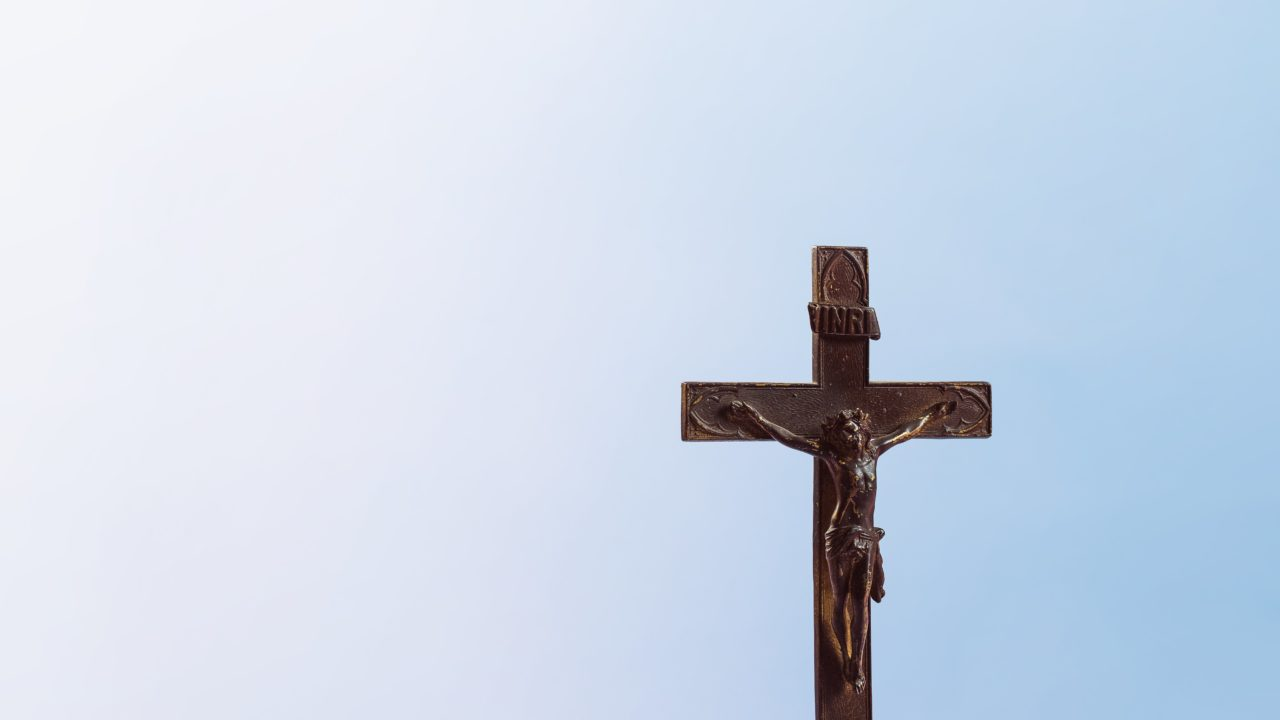 https://educfrance.org/wp-content/uploads/2020/05/old-wooden-cross-on-blue-background-1280x720.jpg