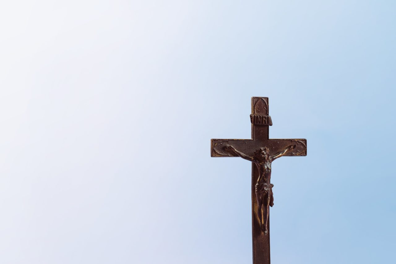https://educfrance.org/wp-content/uploads/2020/05/old-wooden-cross-on-blue-background-1280x854.jpg