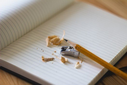 https://educfrance.org/wp-content/uploads/2020/05/pencil-sharpener-and-notebook-on-wooden-table.jpg