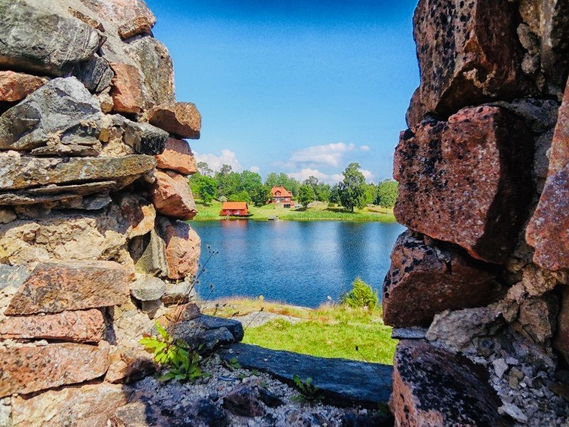 https://educfrance.org/wp-content/uploads/2020/05/sweden-lake-water-reflections-sky-clouds-stones.jpg