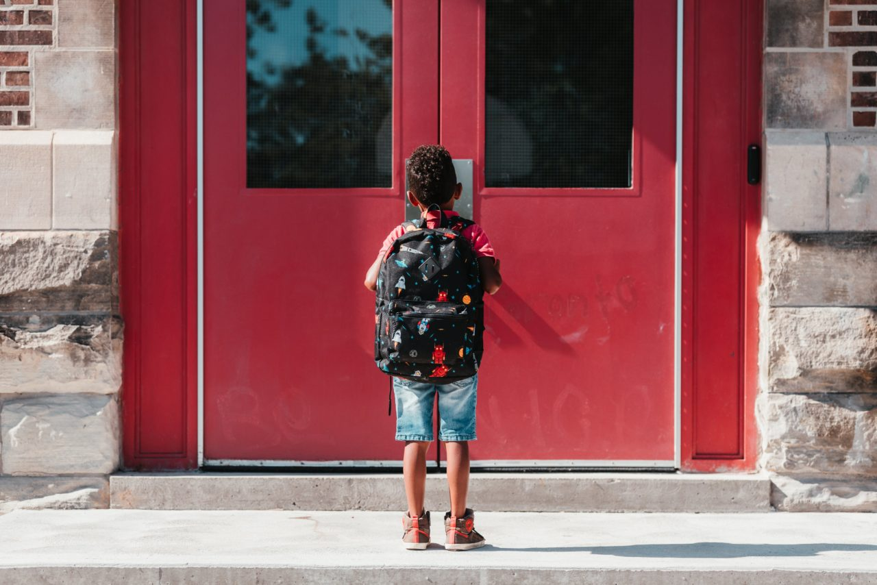 https://educfrance.org/wp-content/uploads/2020/05/waiting-at-the-school-door-1280x854.jpg