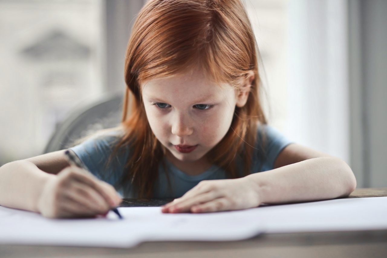 https://educfrance.org/wp-content/uploads/2020/06/girl-writing-on-paper-1843358-1280x855.jpg