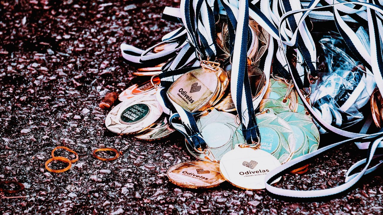 https://educfrance.org/wp-content/uploads/2020/07/assorted-medals-3064640-1-1280x720.jpg