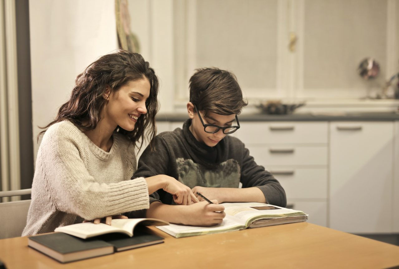 https://educfrance.org/wp-content/uploads/2020/07/elder-sister-and-brother-studying-at-home-3769981-1280x862.jpg
