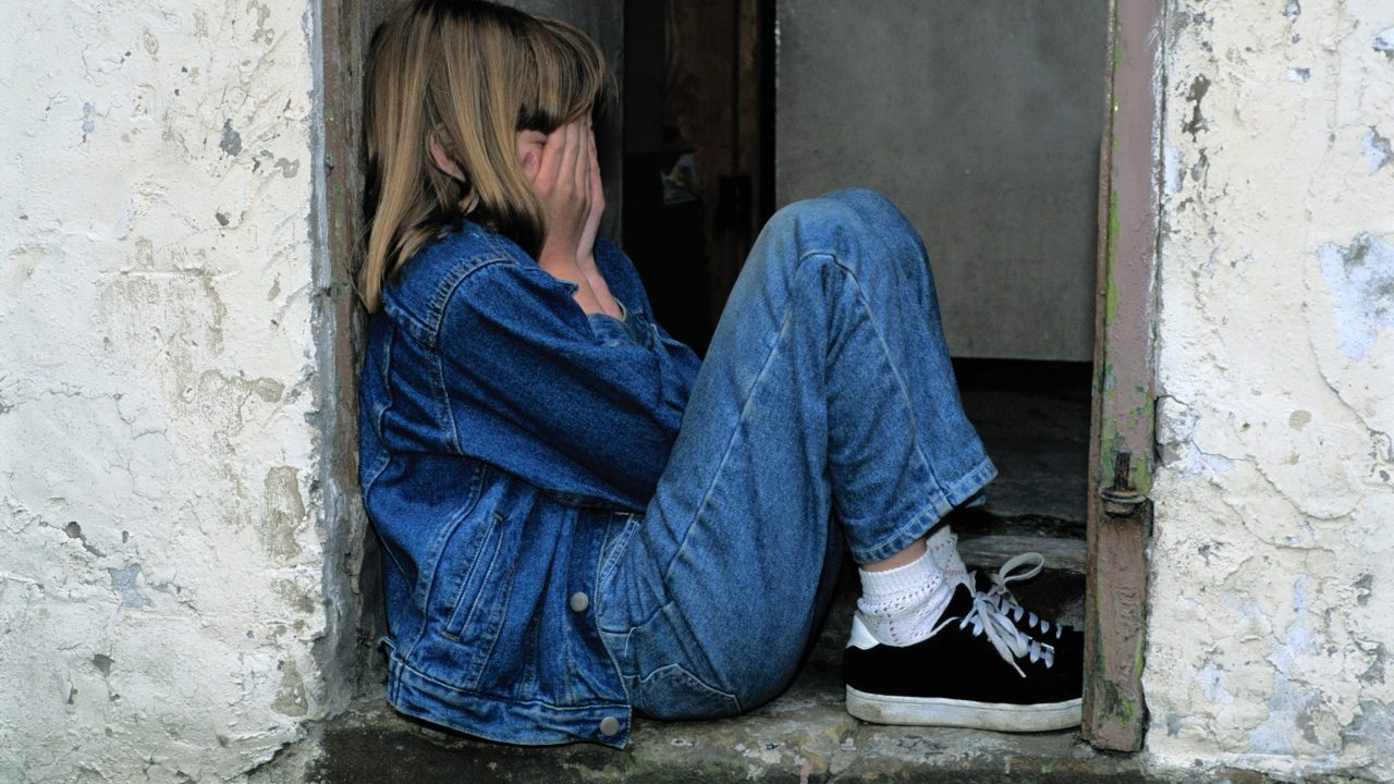 https://educfrance.org/wp-content/uploads/2020/07/girl-jeans-kid-loneliness-236215-1280x720.jpg
