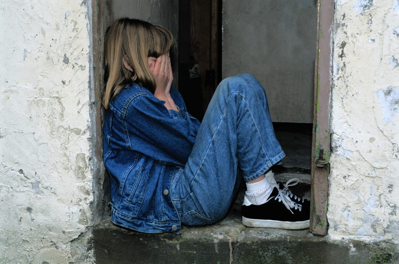 https://educfrance.org/wp-content/uploads/2020/07/girl-jeans-kid-loneliness-236215-1280x845.jpg