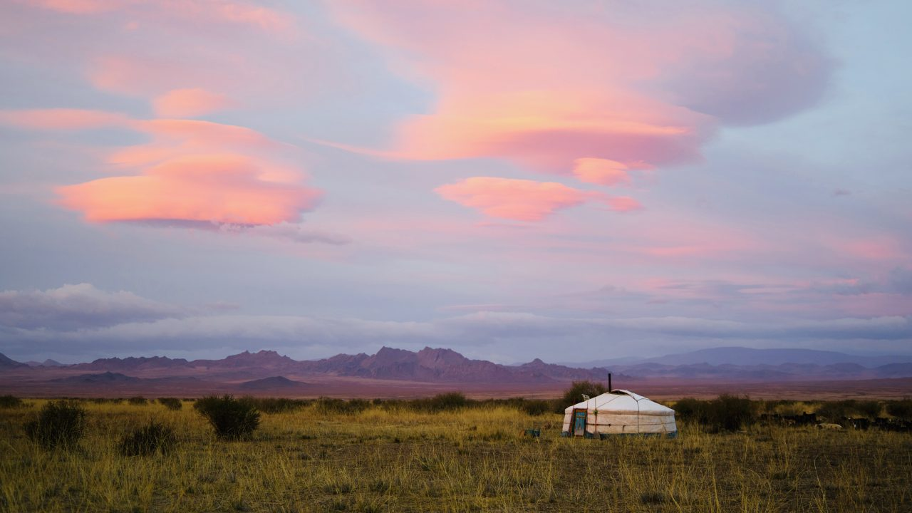 https://educfrance.org/wp-content/uploads/2020/07/lonely-mongolian-yurt-in-countryside-during-sunrise-4321589-1-1280x720.jpg