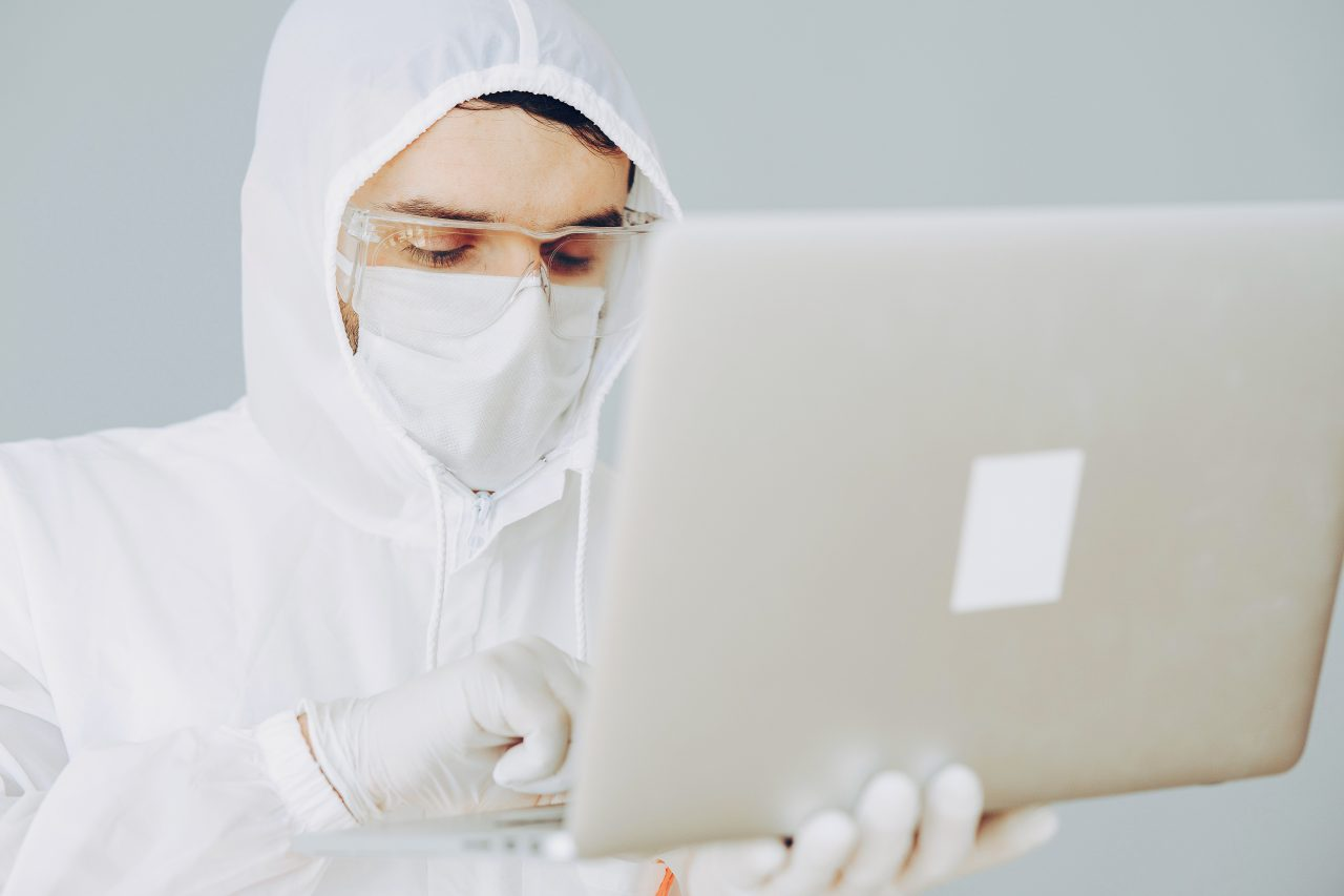 https://educfrance.org/wp-content/uploads/2020/07/photo-of-person-in-personal-protective-equipment-using-4149038-1-1280x853.jpg