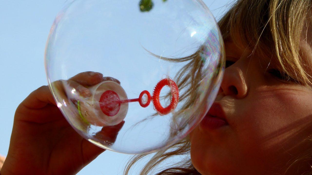 https://educfrance.org/wp-content/uploads/2020/09/soap-bubbles-870342_1920-1280x720.jpg