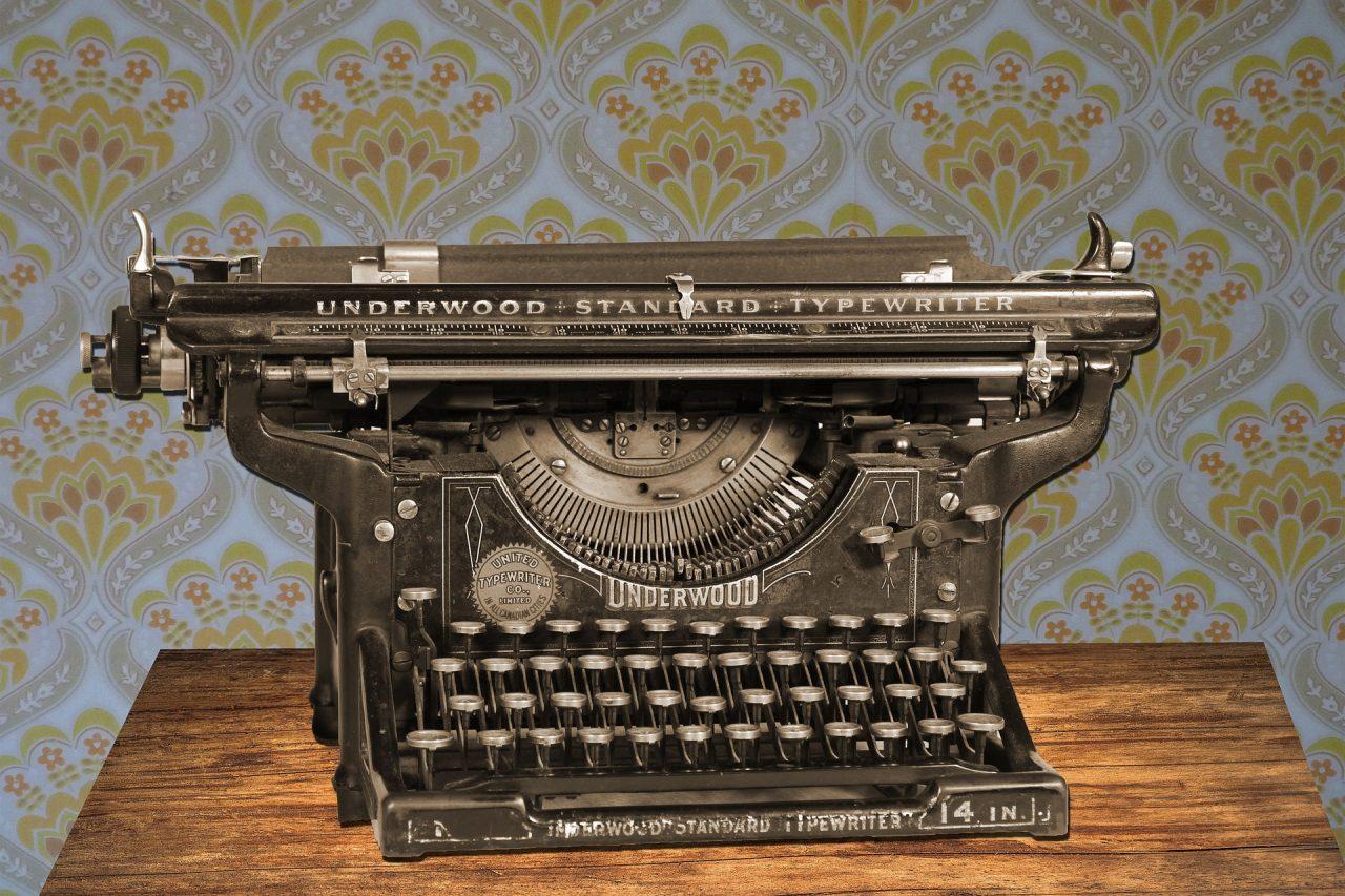 https://educfrance.org/wp-content/uploads/2021/01/typewriter-875310_1920-1280x853.jpg