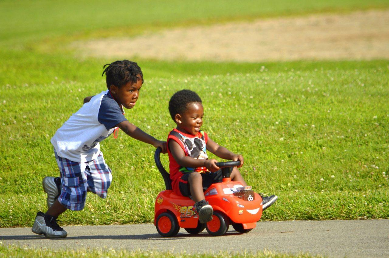 https://educfrance.org/wp-content/uploads/2021/05/african-american-kids-3548898_1920-1280x851.jpg