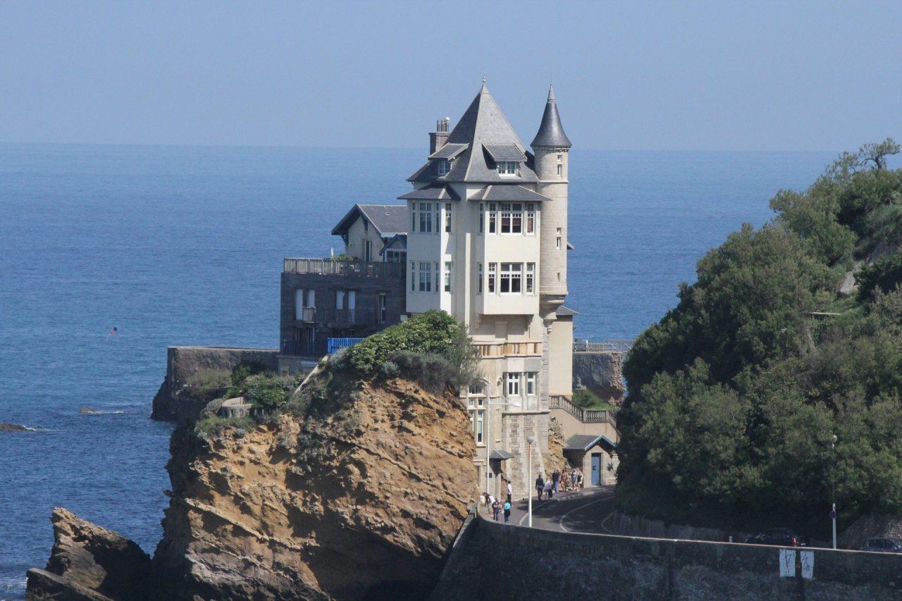 https://educfrance.org/wp-content/uploads/2021/06/biarritz-3247556_1920-1280x853.jpg